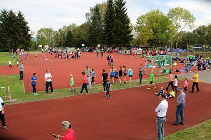 Leichtathletik zum Anfassen auf der Schulsportanlage Oberhaus